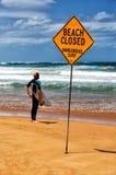 Temps de décision pour un surfer de Sydney Photographie stock