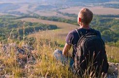 Temps de lever de soleil en vallée de montagne Images stock