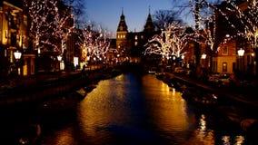 Temps de Noël à Amsterdam Pays-Bas au coucher du soleil banque de vidéos