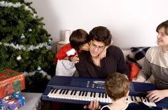 Temps de Noël de famille Photographie stock libre de droits
