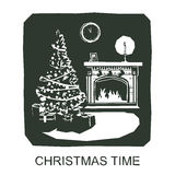 Temps de Noël Intérieur de la maison avec une cheminée, arbre de Noël, cadeaux, décorations Photos libres de droits
