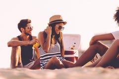 Temps de plage avec des amis Images stock