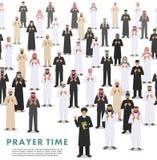 Temps de prière Configuration sans joint Personnes et mollah arabes musulmans de prière debout différents dans des vêtements Arab Photographie stock libre de droits