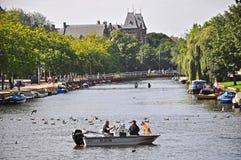 Temps de qualité sur un canal, Amsterdam Image libre de droits