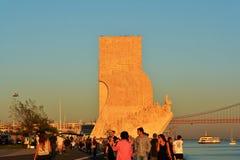 Temps de récréation au coucher du soleil le long du Tage, Lisbonne Photos stock