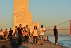 Temps de récréation au coucher du soleil le long du Tage, Lisbonne Photographie stock libre de droits