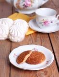 Temps de thé avec les biscuits et le zéphyr Photographie stock libre de droits