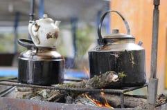 Temps de thé extérieur pendant le pique-nique images stock