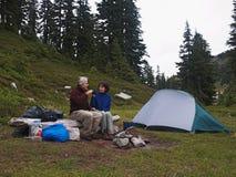 Temps de thé au camp Photos libres de droits
