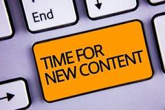 Temps des textes d'écriture de Word pour le nouveau contenu Concept d'affaires pour le concept de mise à jour de publication de C photos libres de droits