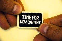Temps des textes d'écriture de Word pour le nouveau contenu Le concept d'affaires pour le concept de mise à jour de publication d images stock