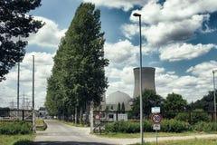 Temps en panne concret du soleil de danger de la défense de barrière de rouille de tour de l'Allemagne de centrale nucléaire de b photographie stock libre de droits