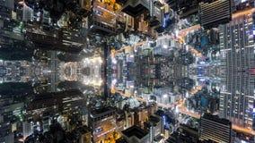 Temps-faute d'imagination de Tokyo avec les immeubles de bureaux reflétés, version loopable banque de vidéos