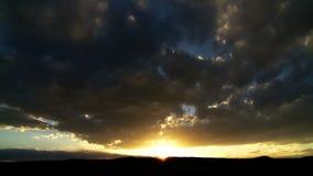 Temps-faute de coucher du soleil de désert banque de vidéos