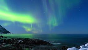Temps-faute de HD de lumière du nord Aurora Borealis dans le ciel nocturne banque de vidéos