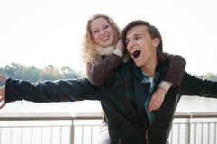 Temps grand - jeune couple ensemble images stock