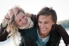 Temps grand - jeune couple ensemble image libre de droits
