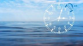 Temps heure d'été DST Horloge murale allant à l'horaire d'hiver Tournez le temps en avant photographie stock libre de droits