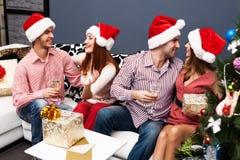 Temps heureux de Noël de dépense de famille Photographie stock libre de droits