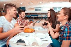 Temps libre dans le club de bowling Images libres de droits