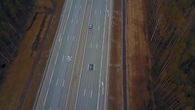 Temps nuageux Russie de matin de ressort d'automne de voitures d'autoroute banque de vidéos