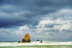 Temps orageux à la plage Orégon de canon photo stock