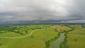 Temps orageux au-dessus de campagne centrale du Kentucky banque de vidéos