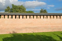Temps redbrick de jour de murs de forteresse de Novgorod Kremlin image libre de droits