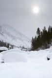 Temps sombre en montagnes de l'hiver photo libre de droits