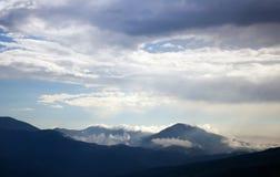 Temps variable en montagnes. image stock