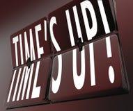 Temps vers le haut de la rétro horloge de mots renversant la date-butoir de tuiles Images stock
