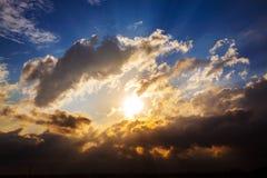 Tempête au-dessus de ville Image stock