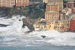 Tempête de mer dans Camogli, Italie Photos stock