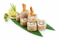 Tempura di Ebi dei sushi isolata su fondo bianco fotografia stock libera da diritti