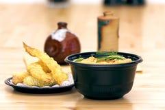 Tempura do camarão e sopa de macarronete Imagens de Stock