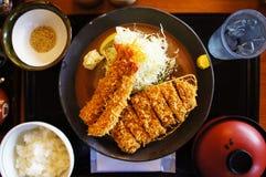 Tempura jugoso del camarón y chuleta japonesa del cerdo Imagen de archivo libre de regalías