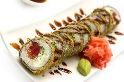 Tempura Maki Sushi av tonfisk Royaltyfri Foto