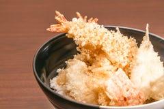 Tempura mit Reis in einer Schüssel, japanisches Lebensmittel Lizenzfreie Stockbilder