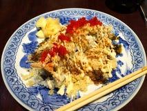 Tempura-Sushi mit dem Garnelen-Ei Lizenzfreies Stockbild