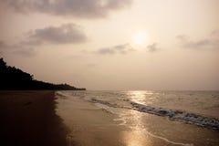 Tempurungs-Küsten-Häuschen-Strand Lizenzfreie Stockfotografie
