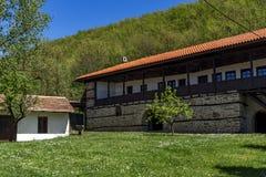 TEMSKI-KLOOSTER, SERVIË - 16 APRIL 2016: Mening van Temski-klooster St George, Pirot-Gebied, Servië Royalty-vrije Stock Afbeeldingen