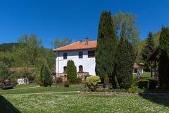 TEMSKI-KLOOSTER, SERVIË - 16 APRIL 2016: Mening van Temski-klooster St George, Pirot-Gebied, Servië Royalty-vrije Stock Foto