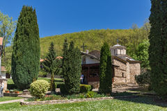 TEMSKI-KLOOSTER, SERVIË - 16 APRIL 2016: Mening van Temski-klooster St George, Pirot-Gebied, Servië Stock Afbeeldingen