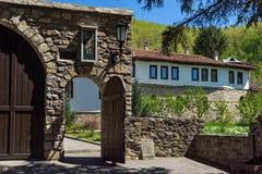 TEMSKI-KLOSTER, SERBIEN - 16. APRIL 2016: Ansicht von Temski-Kloster St George, Pirot-Region, Serbien Lizenzfreie Stockbilder