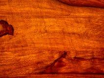 ten akacjowy szalunek, podstrzyżenie z rosewood czerwonym drewnianym tłem zdjęcie stock