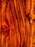 ten akacjowy szalunek, podstrzyżenie z rosewood czerwonym drewnianym tłem zdjęcie royalty free
