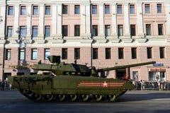 Ten-14 Armata är en ny rysk behållare för huvudsaklig strid som baseras på Armata den universella stridplattformen Arkivfoton