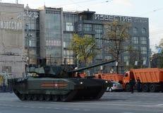 Ten-14 Armata är en ny rysk behållare för huvudsaklig strid som baseras på Armata den universella stridplattformen Arkivbilder