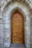 Ten dębowy drzwi prowadzi thhis antyczni katedrę fotografia stock
