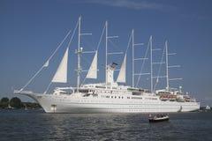 Ten duży cruiseship może żeglować Fotografia Stock
